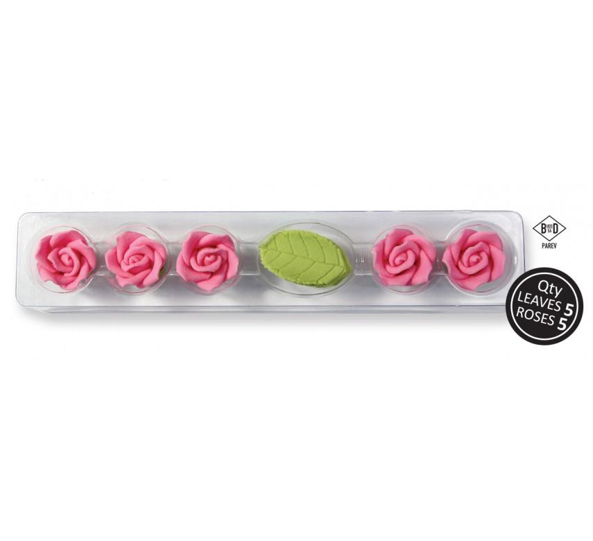 5 lyserøde roser og blade